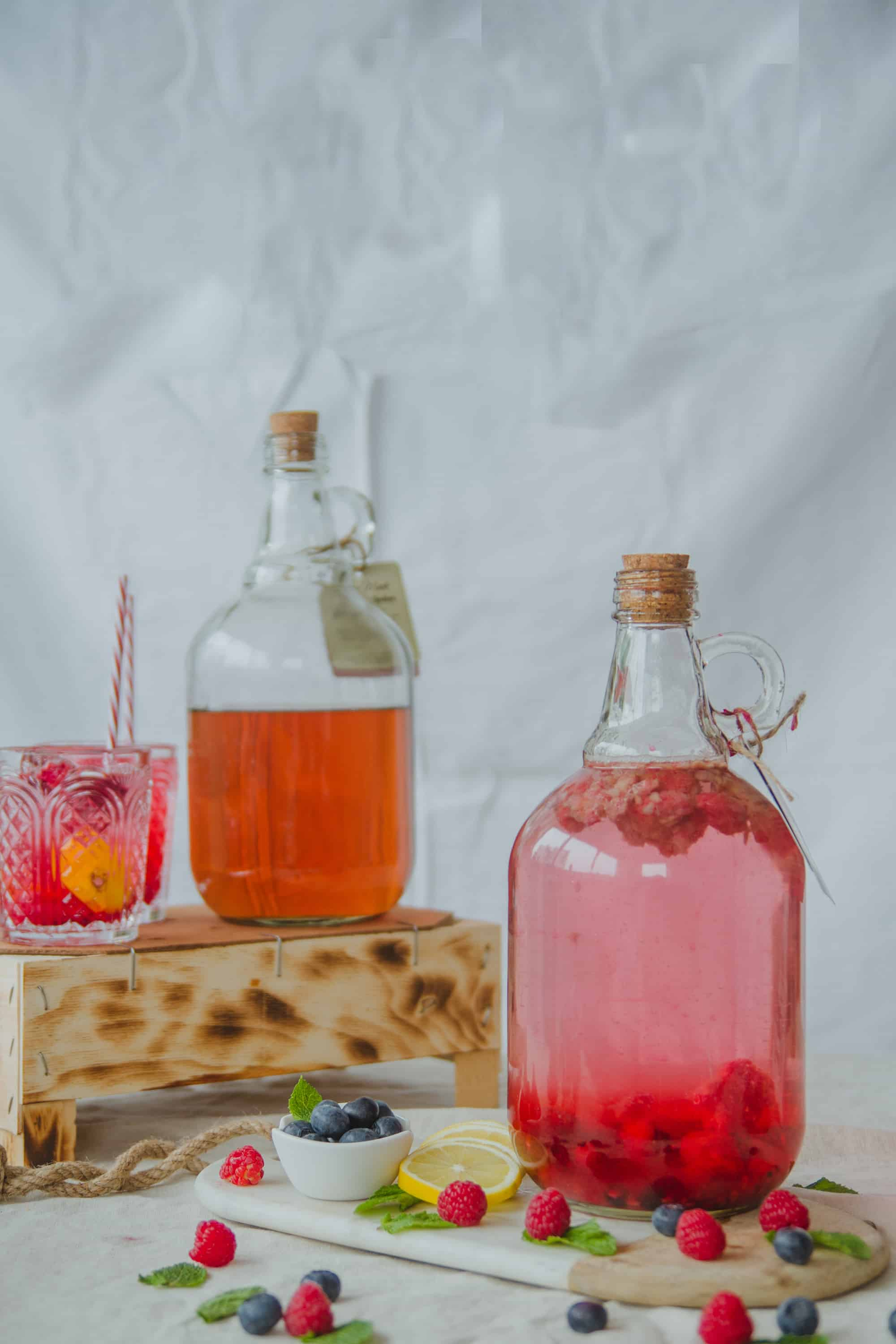cocktail de ginebra de frutos rojos